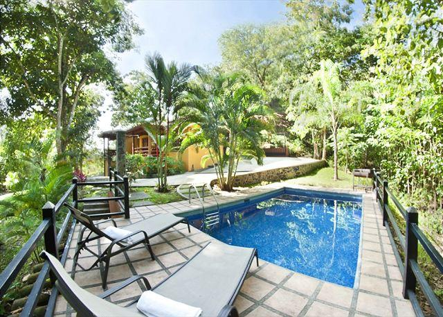 Pool area with grill - Quiet country home with pool 5 minutes to Hermosa Beach, 15 minutes to Jaco - Playa Hermosa - rentals