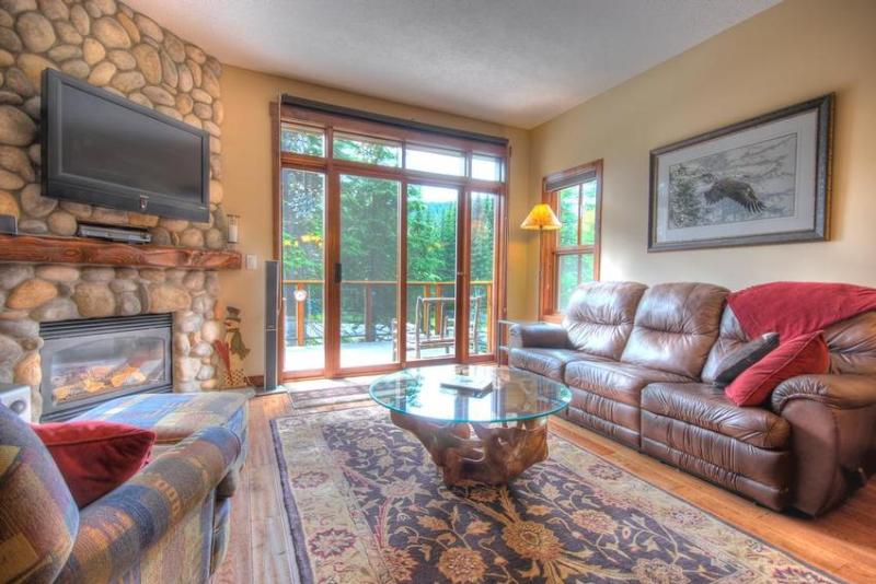 Enjoy the cozy living room with warm hardwood floors, river rock gas fireplace, 37 inch LCD flatscreen TV/DVD and surround sound stereo. Enjoy the beautiful views from the large patio while grilling up a delicious dinner on the deluxe stainless barbeque. - Ski In & Out Luxury Townhouse with Private Hot Tub - Sun Peaks - rentals