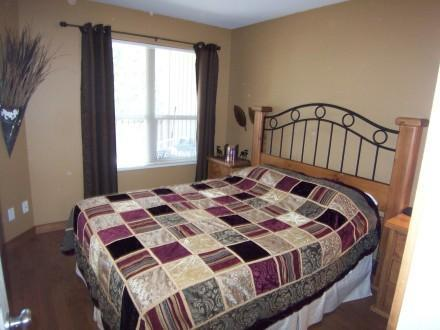 A very comfortable master bedroom with a full size queen bed fit for two - Creekside - Silver Queen - Vernon - rentals