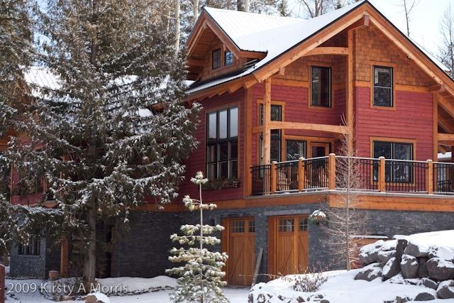 Imagine returning to this luxury mountain home after a day shredding the powder at Fernie Alpine Resort. - Mt. Fernie Timberlodge - Fernie - rentals
