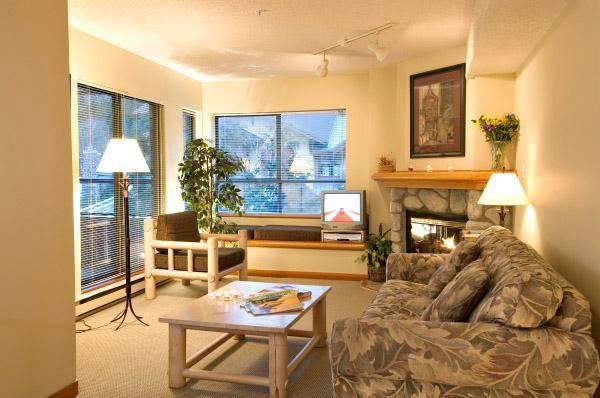 Cozy living area with log style furnishings and gas fireplace - Sharon - Whistler - rentals