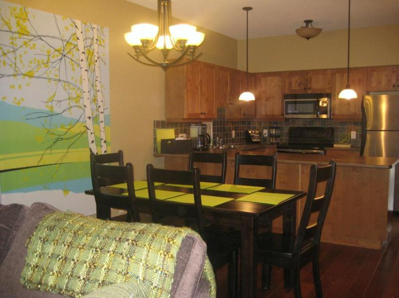 Spacious dining area adjacent to the kitchen - The Birch Nest - Sun Peaks - rentals