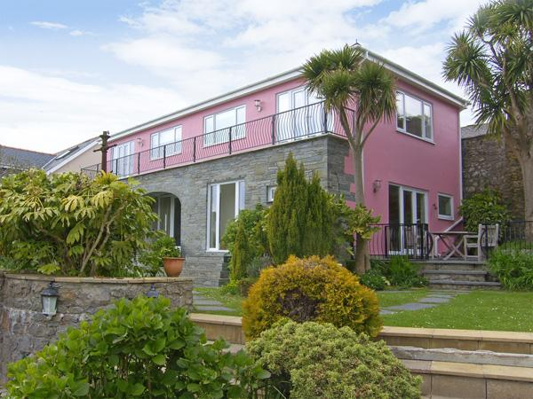 THE ORANGERY, family friendly, with a garden in Tenby, Ref 3960 - Image 1 - Tenby - rentals
