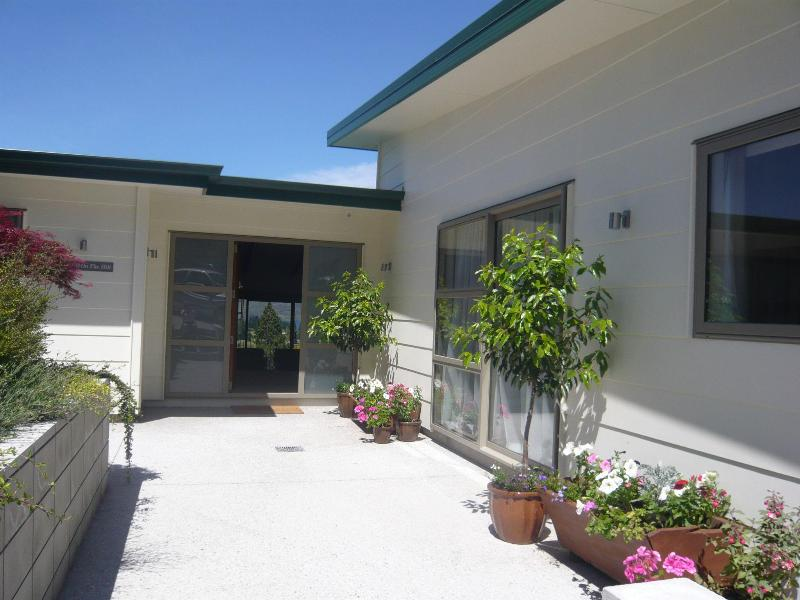 The front entrance - The B and B on the Hill, Queenstown - Queenstown - rentals