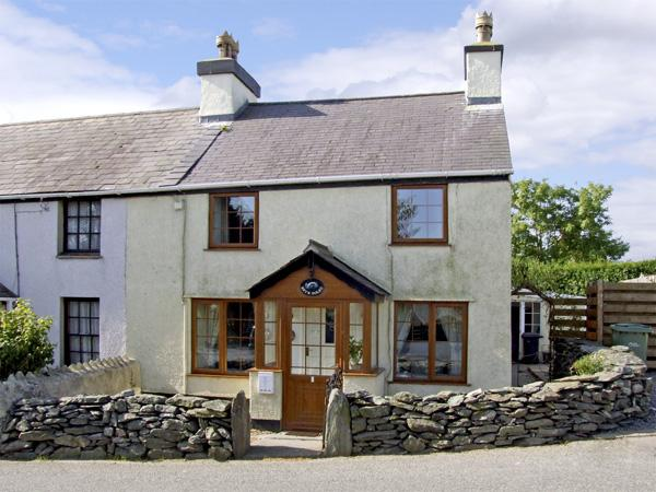 BRYN GOLEU, pet friendly, character holiday cottage, with a garden in Llanfaethlu, Ref 4274 - Image 1 - Llanfaethlu - rentals