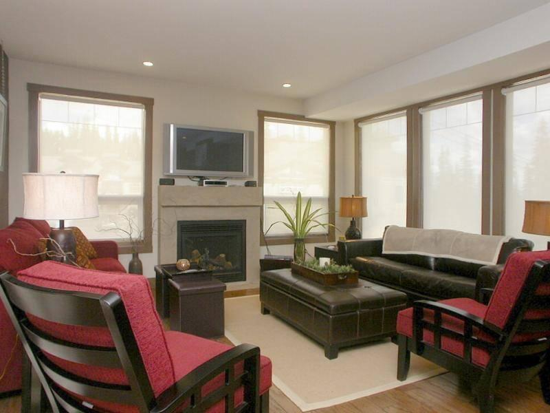Contemporary, comfortable & inviting living space. - James Mazzola - Big White - rentals