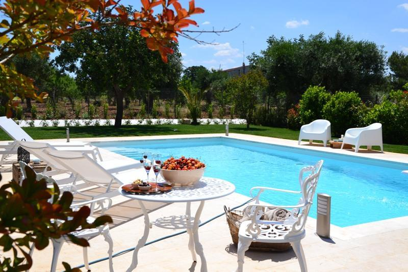 TRULLI DELLA ROSATELLA with Swimming Pool Sleeps 6 - Image 1 - Castellana Grotte - rentals