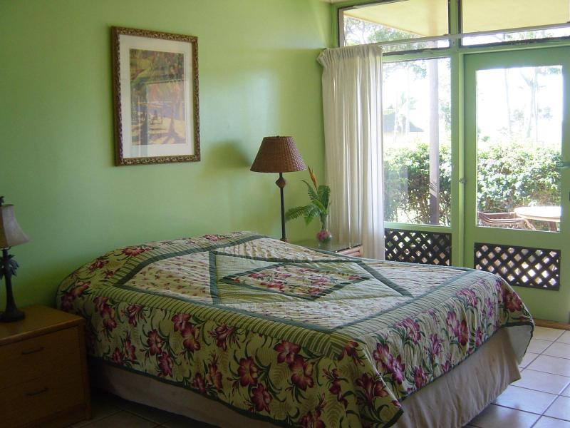 Queen bed - Fully Furnished Studio Condo in Paradise - Maunaloa - rentals