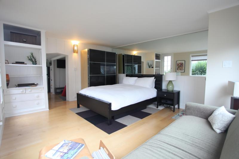 Bedroom / Sitting Room with natural light - Charming 1-bedroom on Castro's Best Block - San Francisco - rentals