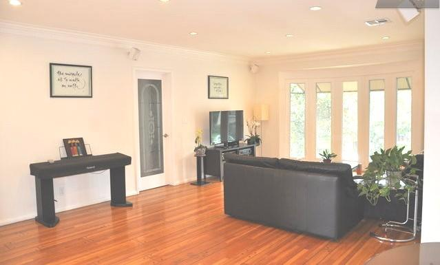 Living room with lots of natural lights & view - 3+2 LUXURY CONDO near CHATEAU MARMONT/SUNSET STRIP - West Hollywood - rentals