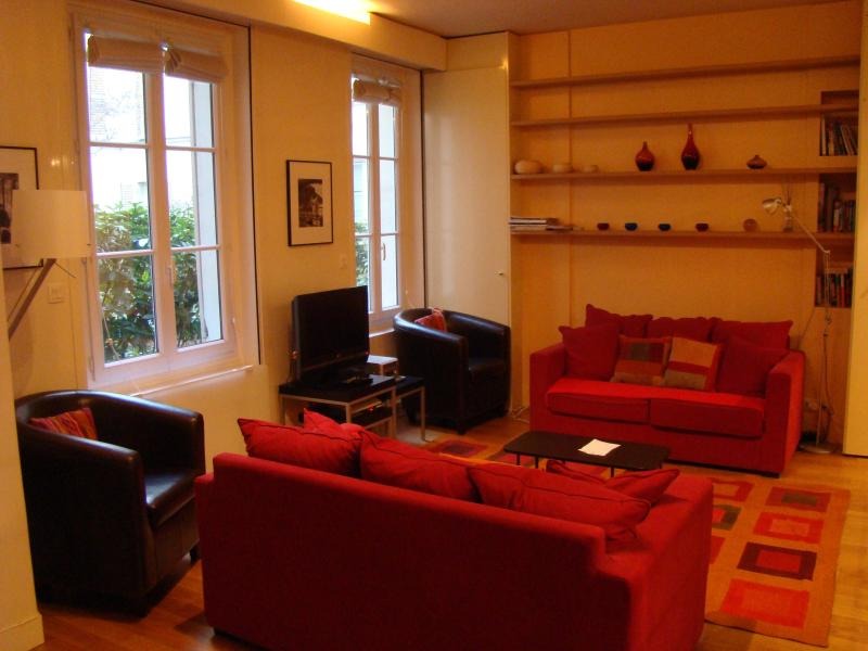 living room with two sofa beds - Paris is always a good idea! - 7th Arrondissement Palais-Bourbon - rentals