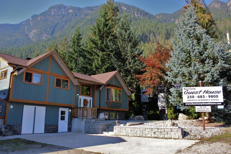Base Camp Guest House October 2013 - Base Camp Guest House - Revelstoke - rentals