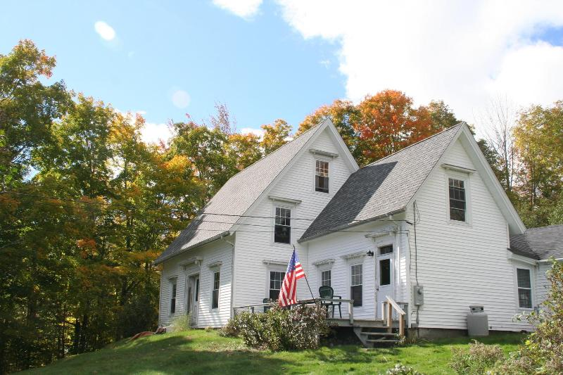 view of the Farm from the road - Seasonal Antique Country Farmhouse in Lincolnville - Camden - rentals