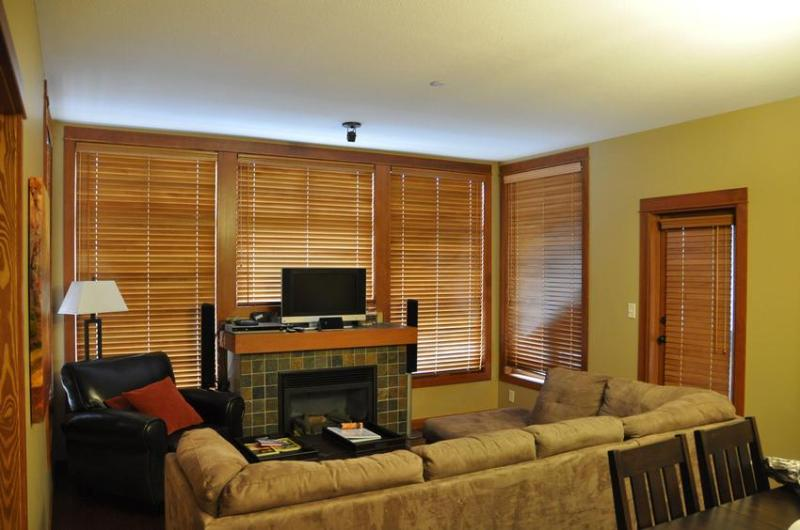 The Living Room with an inviting fireplace to cozy up in front of. - Altitude Adjustment - Settlers 48 - Sun Peaks - rentals