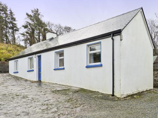 CNOCMOR COTTAGE, pet friendly, with a garden in Mulranny, County Mayo, Ref 4462 - Image 1 - Mulranny - rentals