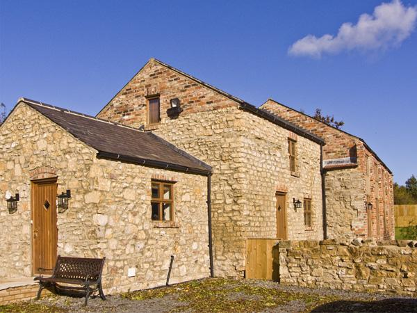 THE SHED, family friendly, country holiday cottage, with hot tub, in Coxhoe, Ref 4452 - Image 1 - Coxhoe - rentals
