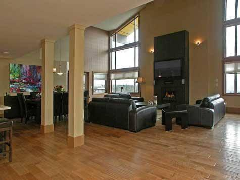 Superb open living space over two levels - The Raven Penthouse 1542 - Big White - rentals