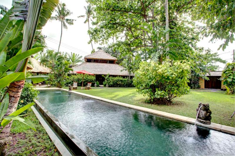 The complex with pool - Villa Kelapa - 3 private Balinese villas in tropical garden with private cook - Seminyak - rentals