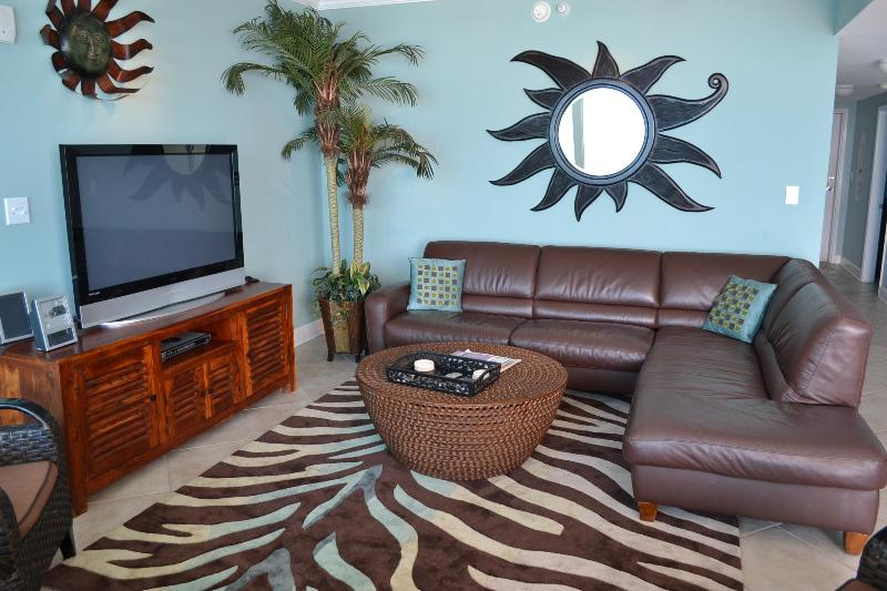 Luxury with Leather sectional, Flat-panel TVs, Caribbean-colored walls - Views, Space, Luxury- a lot of beach for the buck! - Gulf Shores - rentals