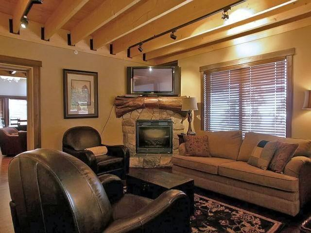 We invite you to share the warm and elegant luxury of Forest Bear Lodge. - BigWhiteVacationHomes.com - Big White - rentals