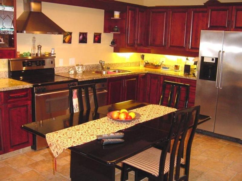 Fully equipped kitchen -- stainless steel appliances - Mountain Hideaways - Whistler - rentals