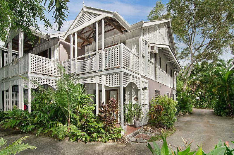 6 Full Moon terrace beach house - 6 Full Moon Beach House: A tropical home for all! - Port Douglas - rentals