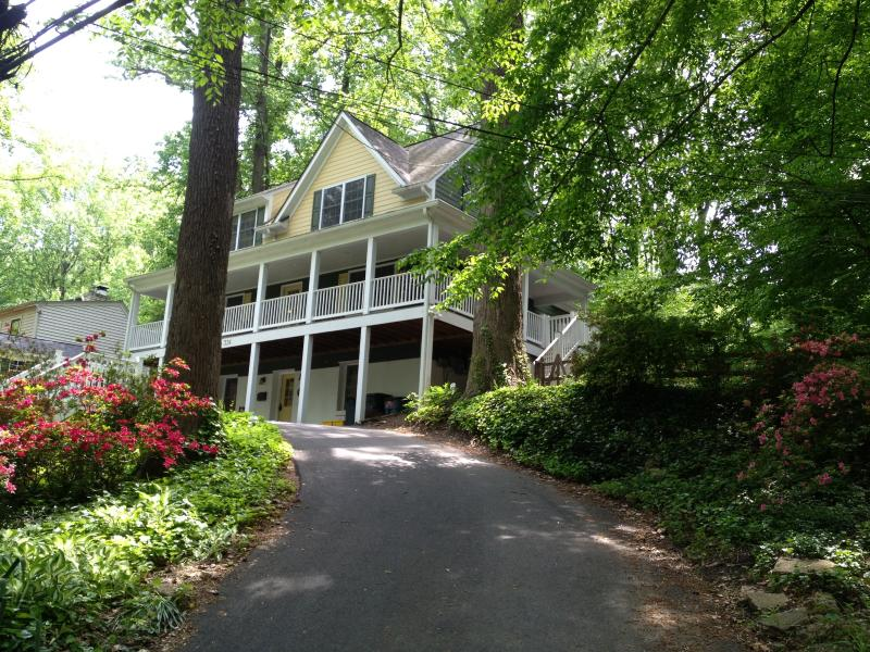 Warm and sophisticated 4000 sq ft home is set among mature trees on a creek. - Luxury 5 BDRM Loaded with Amenities Hot Tub Hiking - Washington DC - rentals