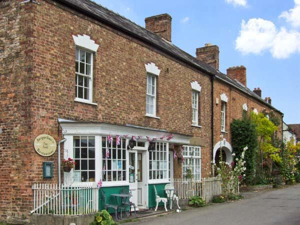 WARDS COURT 2, family friendly, character holiday cottage, with a garden in Frampton On Severn, Ref 4061 - Image 1 - Frampton on Severn - rentals