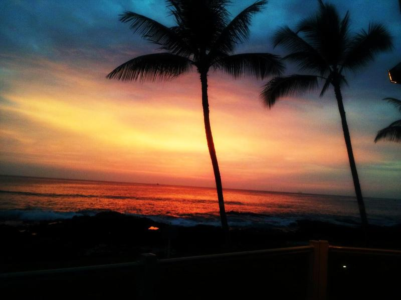 One Of Kona Reef's Beautiful Sunsets - Kona Reef's Oceanfront    (*MANAGER'S SPECIAL*) - Kailua-Kona - rentals