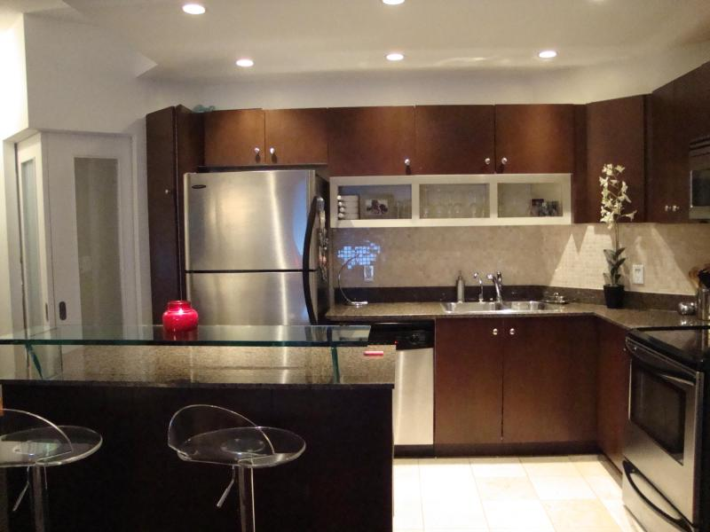 Kitchen, Breakfest Bar - ~ Adults Only Harbourfront Luxury Condo w/Pool! ~ - Toronto - rentals