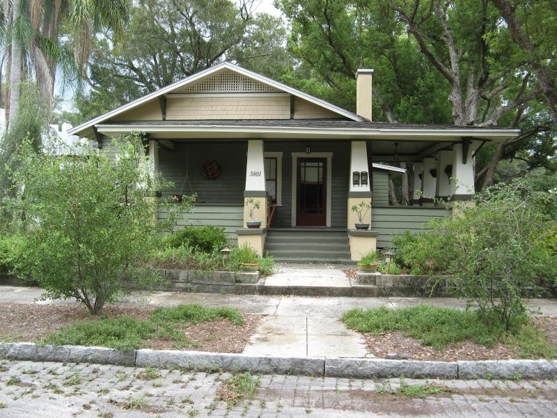 Erehwon Retreat Bungalow, 1923, Old Seminole Heights, Tampa's 1st. Suburb - ErehwonRetreat 1923 Bungalow 2 bedroom - Tampa - rentals