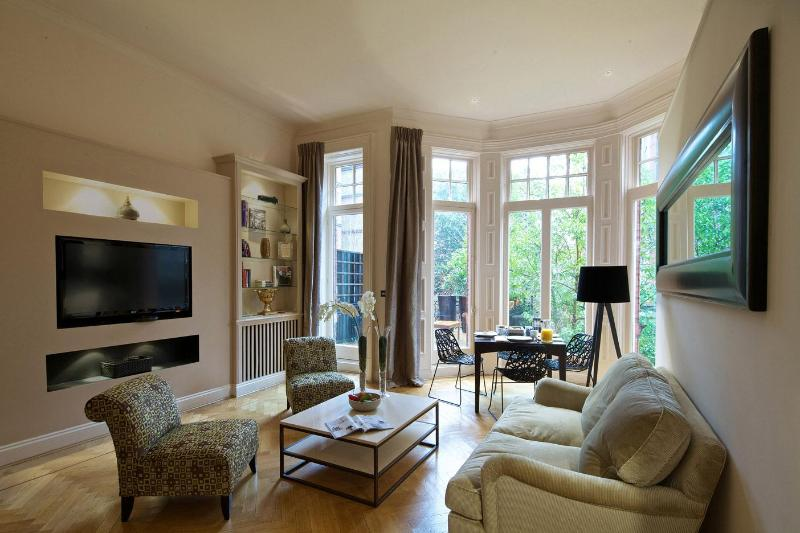 Living Room - South Kensington Chic Two Bedroom Apartment - London - rentals