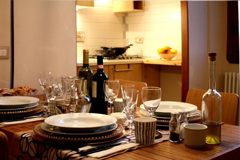Table Apt. Senior - Your bright Apartment in Florence, Italy ... - Florence - rentals