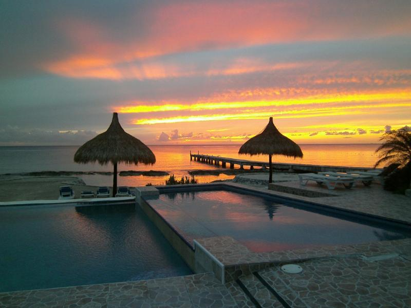 Villa Martini's amazing sunsets - Oceanfront Contemporary Elegance Private Dive Pier - Cozumel - rentals