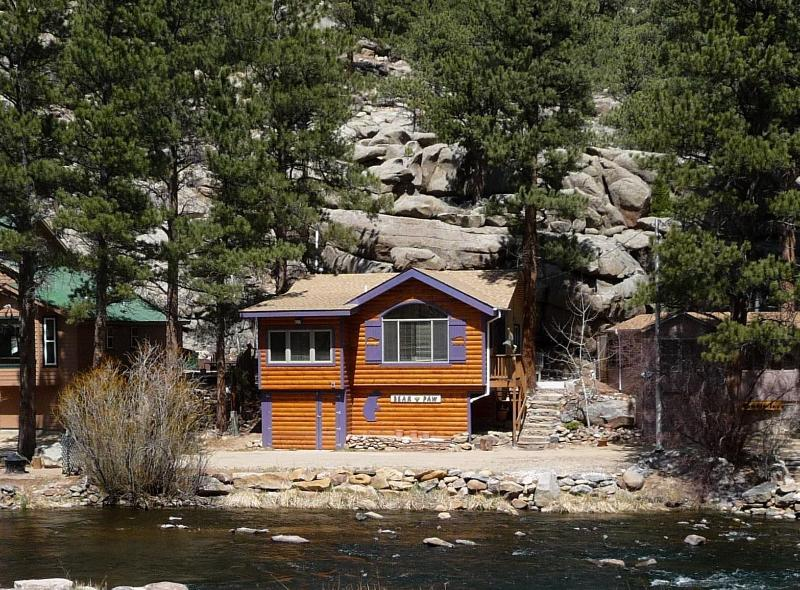 A PERFECT place to vacation! - BEAR PAW CABIN on the RIVER - Estes Park - rentals