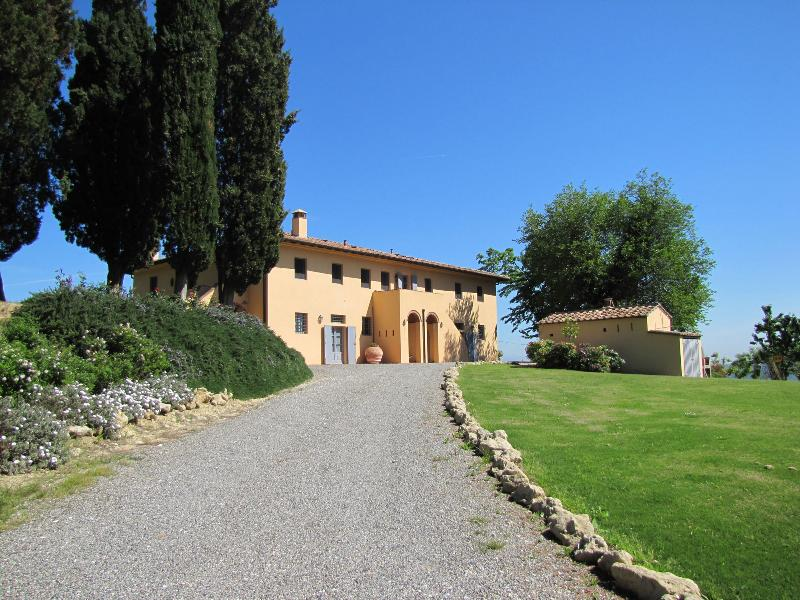 Towards the house - La Casetta, holiday villa with pool in Tuscany - Livorno - rentals