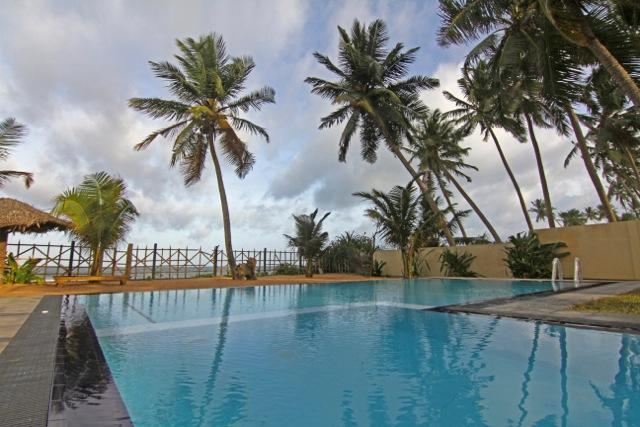 pool on a cloudy balmy day - Six Degrees North - Hikkaduwa - rentals