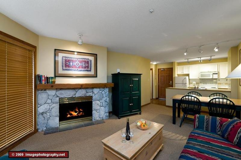 Enjoy a warm cozy evening after a day outside. Relax by the gas fireplace, enjoy a snack and chat about the epic adventures of the day. The sofa bed is in this room. - The Aspens: Ski In/Out, Central location, Hot tubs, Pool, Front Desk - Whistler - rentals