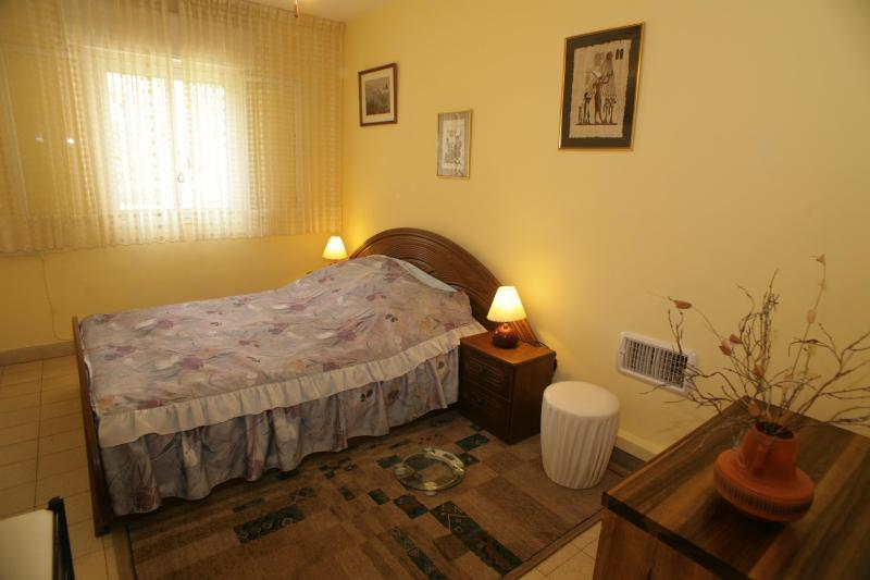 first bedroom - Spacious,Perfect Located,Next to Baha'i Gardens - Haifa - rentals