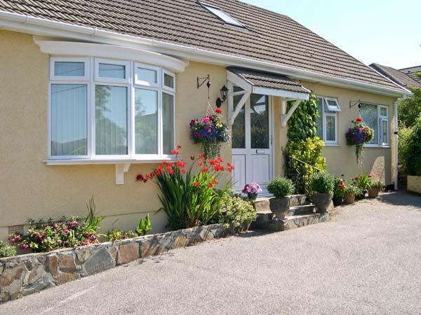 FRESHFIELDS APARTMENT, romantic, country holiday cottage, with a garden in Sticker, Ref 4495 - Image 1 - Cornwall - rentals