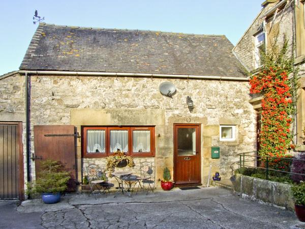 OXDALES COTTAGE, family friendly, country holiday cottage, with a garden in Alsop Moor, Ref 4474 - Image 1 - Alsop en le Dale - rentals