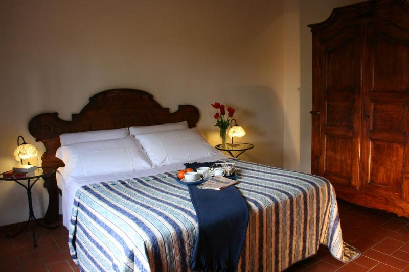 La Loggia - Bedroom - Restored hay barn in Chianti with swimming pool - Montespertoli - rentals