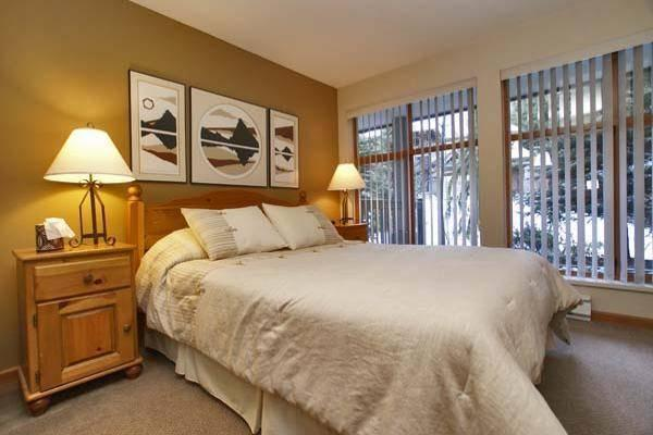 Large comfy Master Bedroom - Pat and Barb - Whistler - rentals