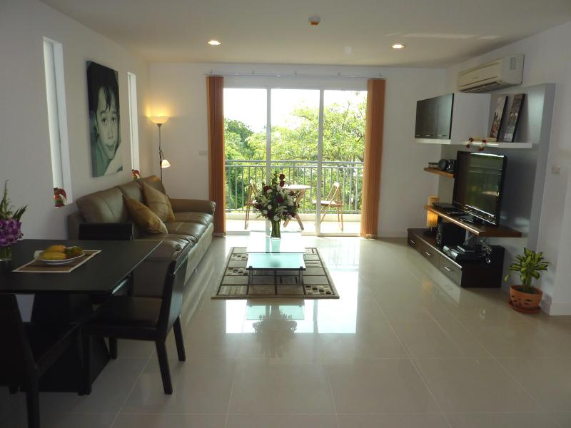 The Silk - Living and dining room - The Silk - Nice 2 Bed 2 Bath Condo central Bangkok - Bangkok - rentals