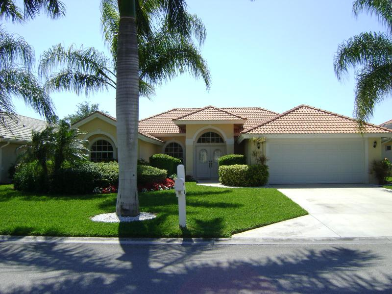Front of villa - Beautiful 'Briarwood' villa lake views NR Beach - Naples - rentals