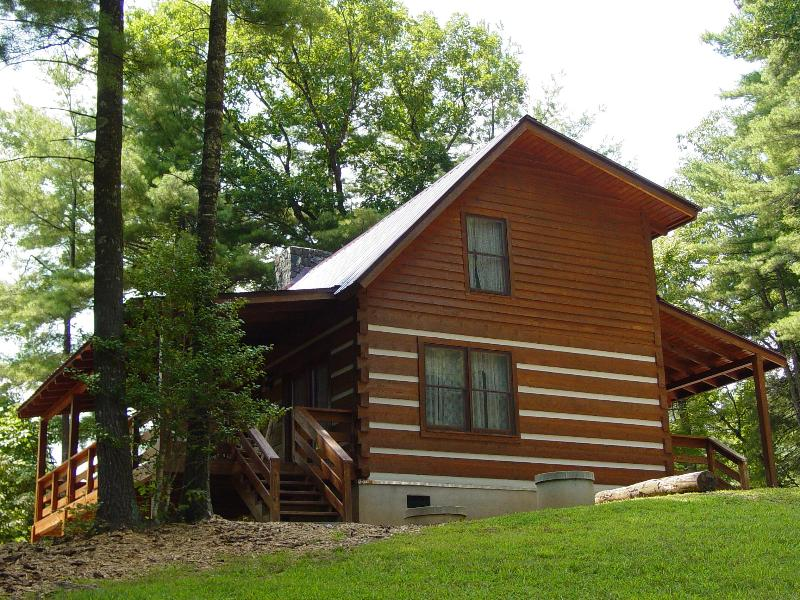 Serenity Ridge Cabin - Secluded Log Cabin With Mountain View - Honeymoon Cabin/Secluded/WiFi/Hot Tub/Campfire Pit - Boone - rentals
