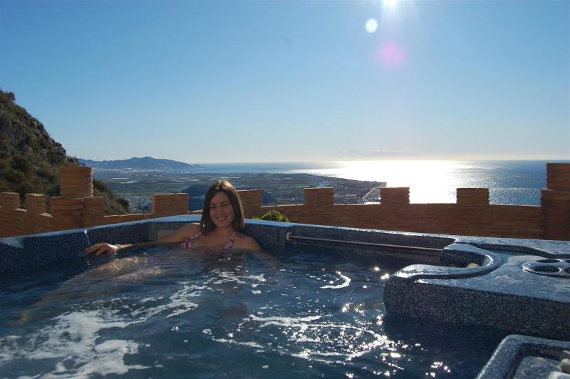 Hot tub with fantastic views - Villa with heated pool, hot tub and seaviews - Salobrena - rentals