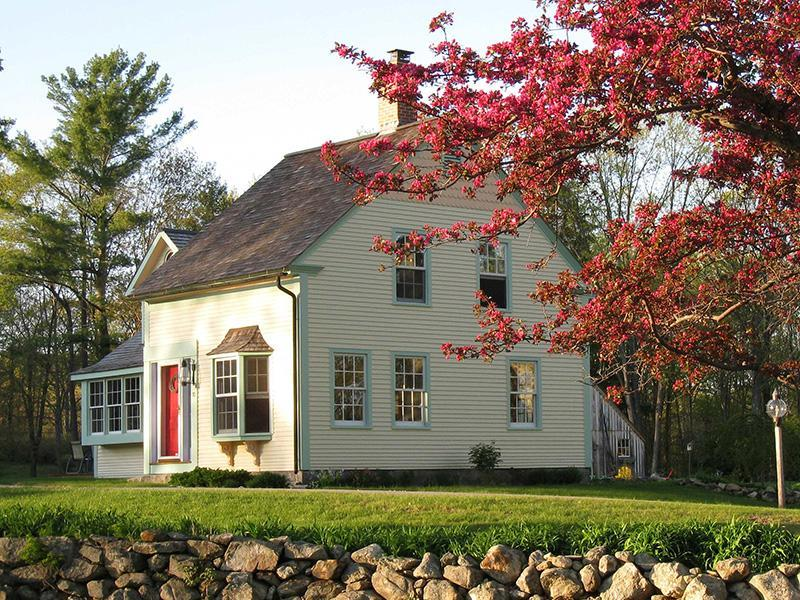 Haven Homeplace in the Spring with Apple Blossoms - Sunny, Private Central MA 1830 Country Home - Ashburnham - rentals
