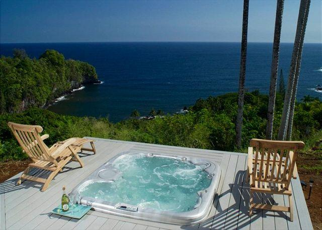 The sweeping ocean views of Onomea Bay will soothe your spirits from this intimate hot tub! - Onomea Cliffside Cottage-Romantic Oceanfront Views - Papaikou - rentals