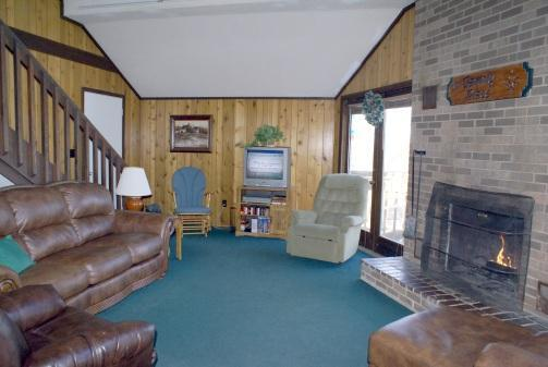 Spacious living room at The Family Place cabin - Family Place Cabin - Peek-A-Boo View, Hot Tub - Gatlinburg - rentals